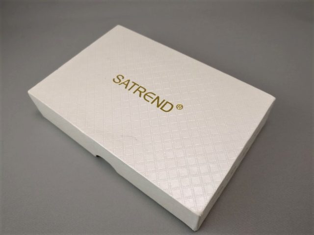 SATREND A10 GSM ミニカードフォン 化粧箱 斜め