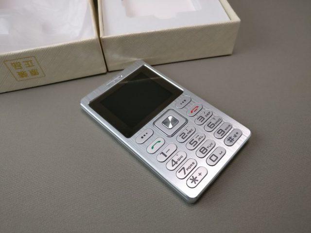 SATREND A10 GSM ミニカードフォン 表