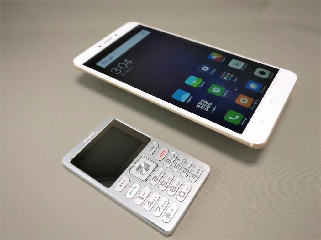 SATREND A10 GSM ミニカードフォン Xiaomi Mi Max 2と比較1