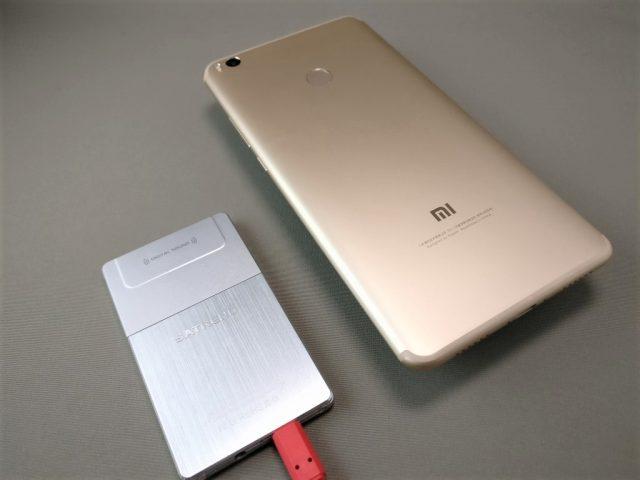 SATREND A10 GSM ミニカードフォン Xiaomi Mi Max 2と比較 裏