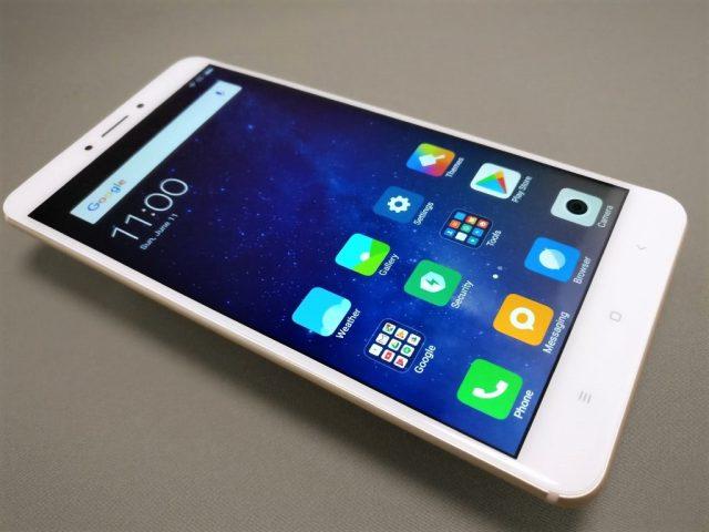 Xiaomi Mi Max 2 表面 斜め