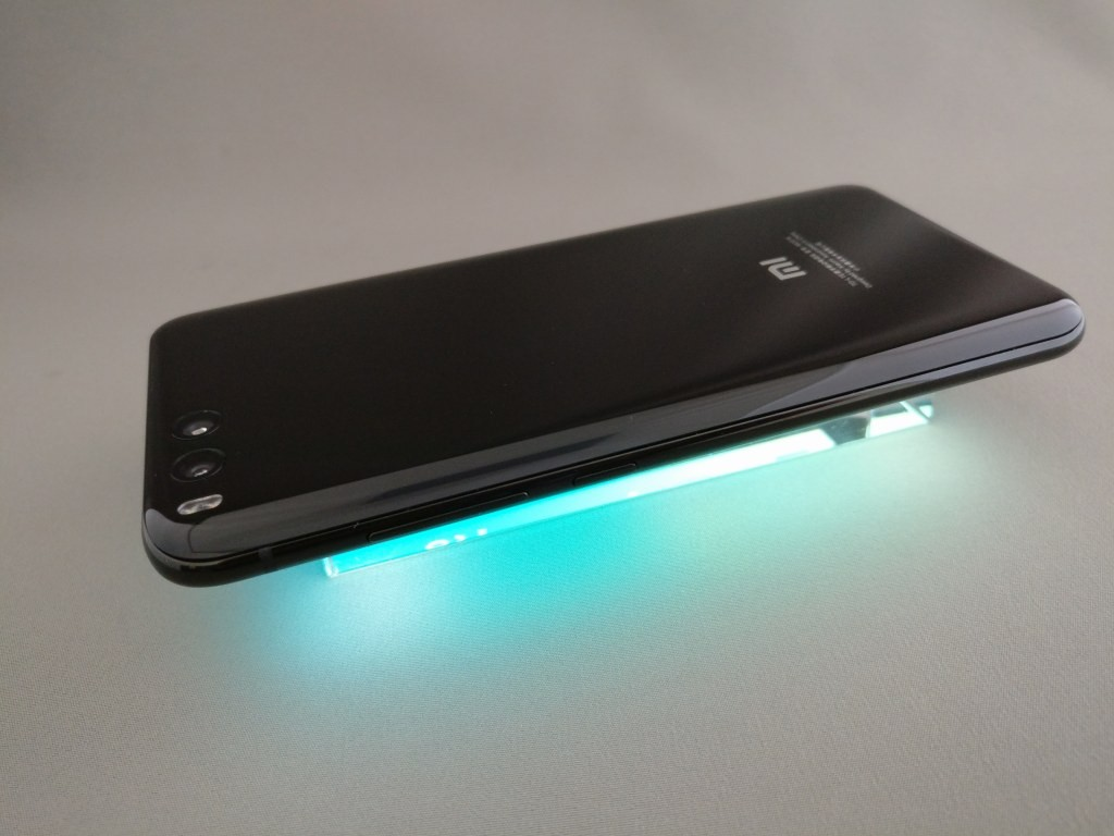 Xiaomi Mi6 ライトアップ 左斜め