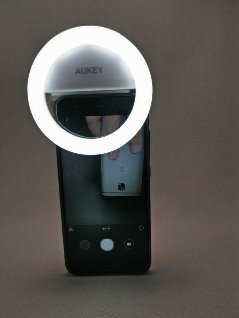 AUKEY LED リングライト 点灯 自撮り Mi6