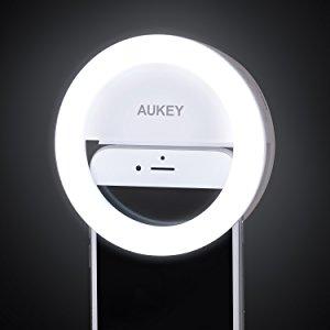 AUKEY LED リングライト 点灯 自撮り