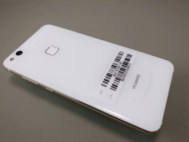 Huawei P10 Lite UQ mobile 貸出機 裏 斜め