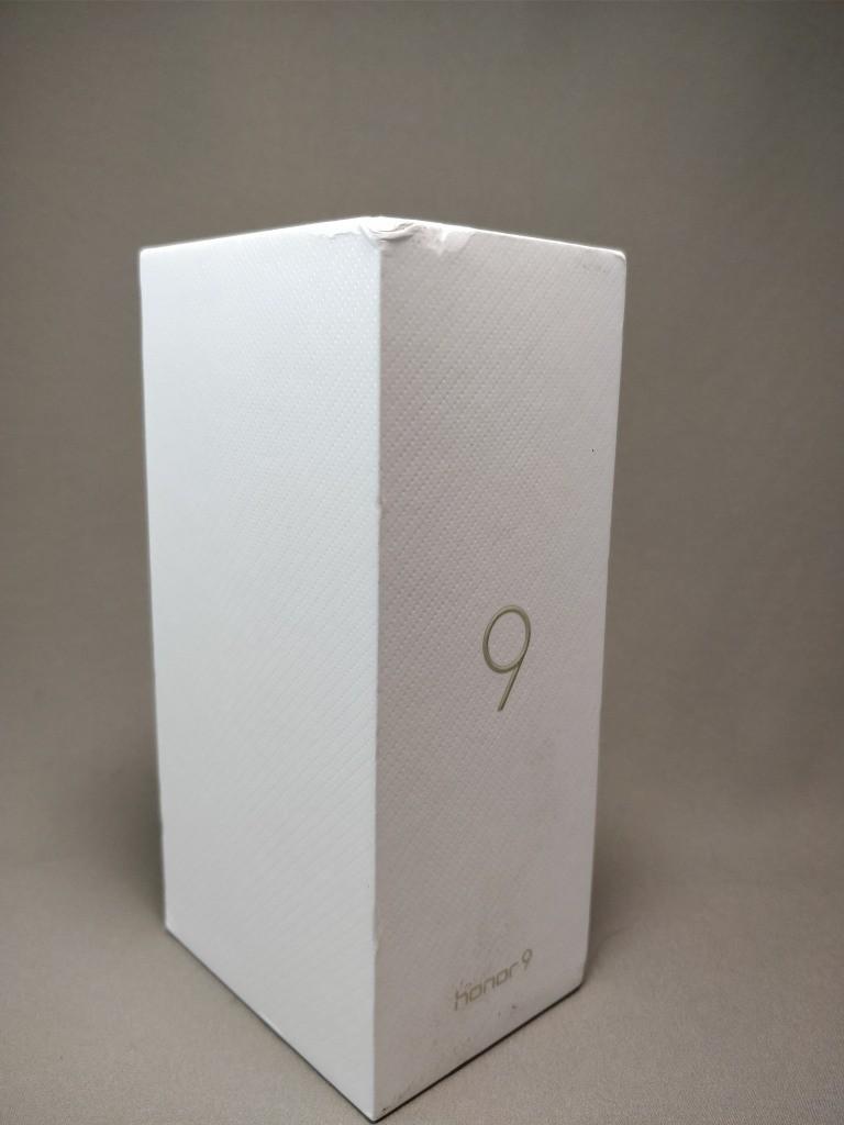 Huawei Honor 9 化粧箱表 斜め
