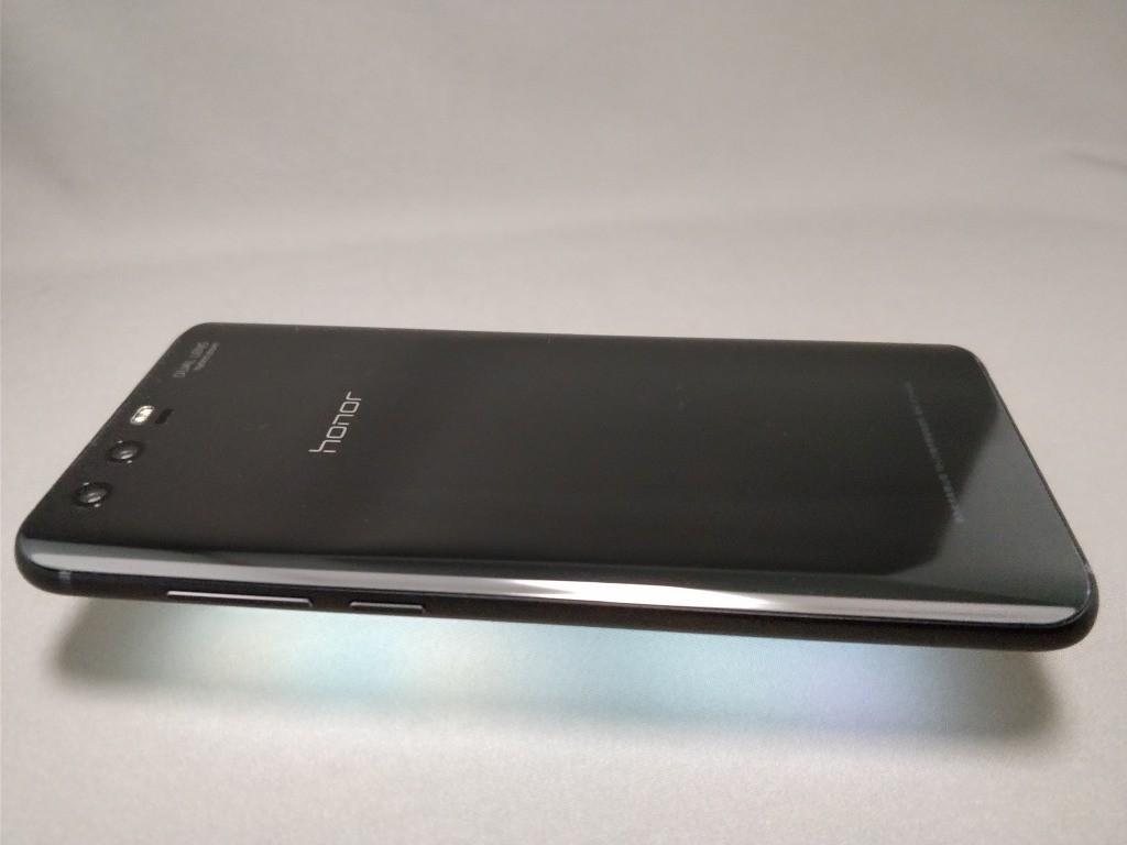 Huawei Honor 9 裏 横 ライトアップ 右