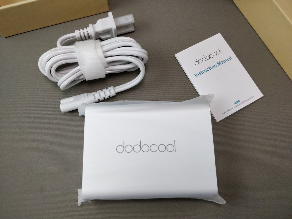 dodocool 60W 6ポート USB急速充電器 化粧箱 開封セット