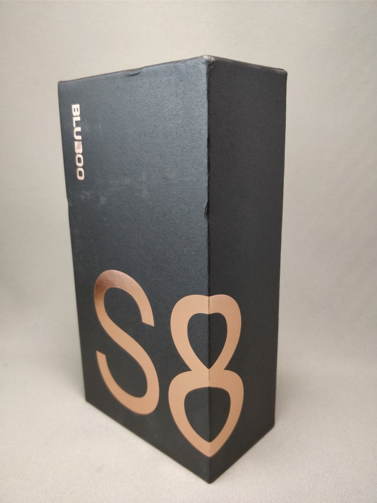 BLUBOO S8 化粧箱 表 斜め