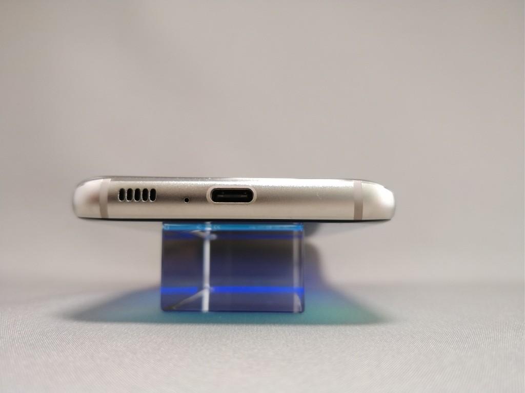 DOOGEE S8 側面 下