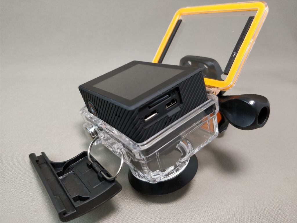 EKEN H8s 4K アクションカメラ 防水ハウジングでAndoer AN7000は入らない