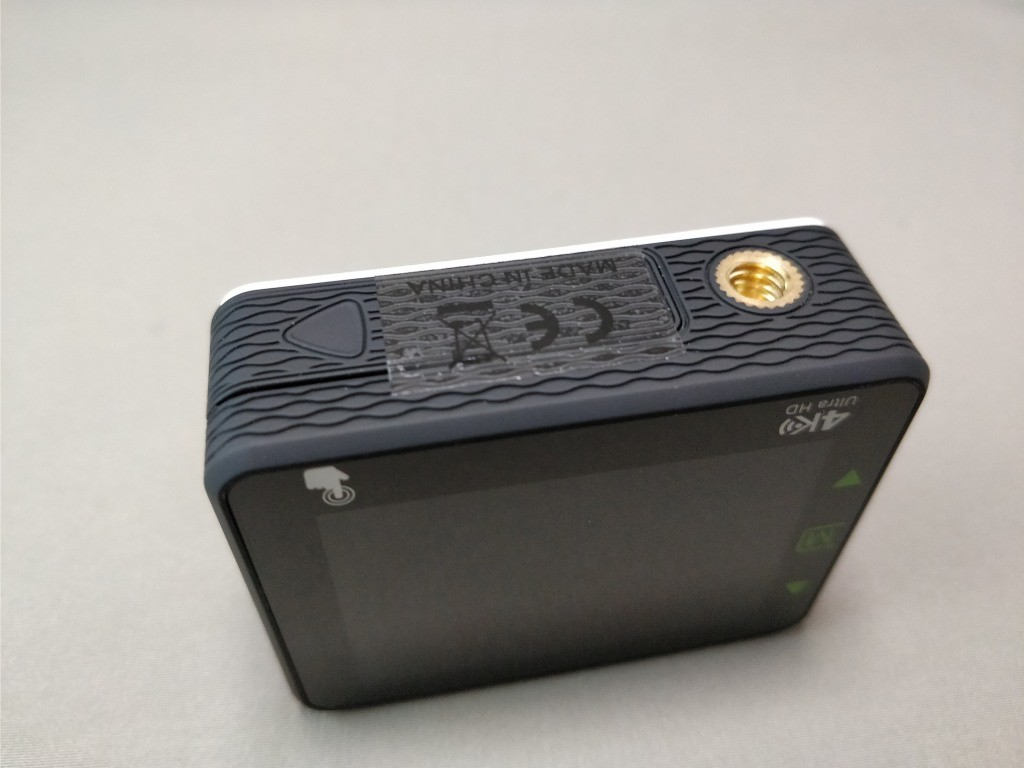 Andoer 4K タッチパネル式 アクションカメラ AN1 本体 下