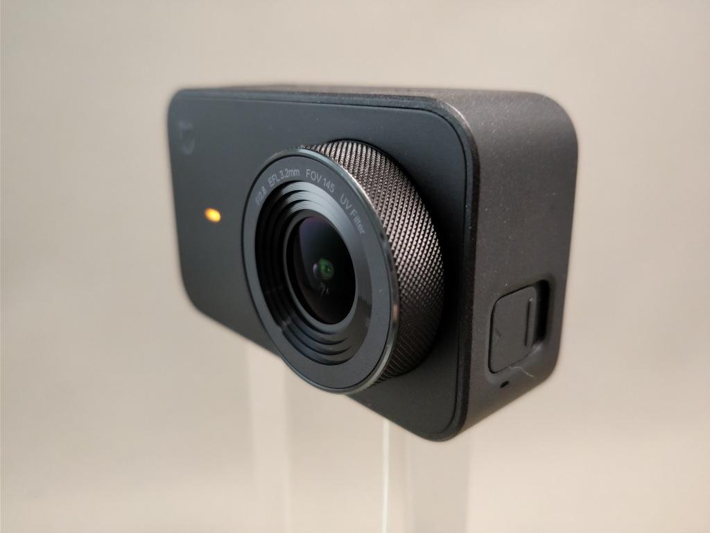 Xiaomi Mijia Camera Mini アクションカメラ  外観 前ななめ