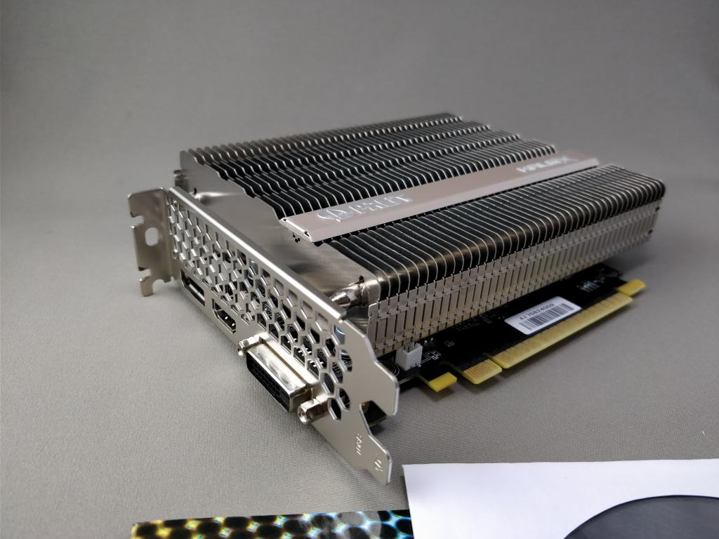 Palit GeForce GTX 1050 Ti KalmX 本体 厚い
