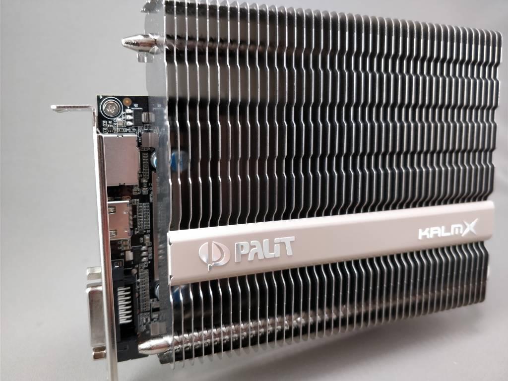 Palit GeForce GTX 1050 Ti KalmX 本体 斜め