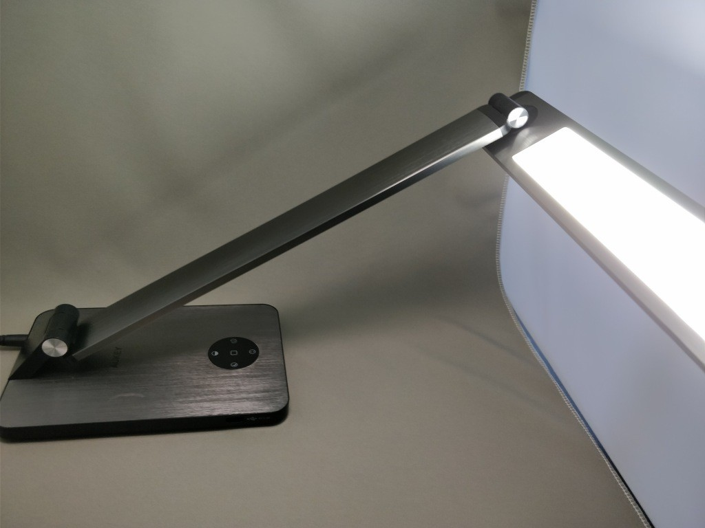 AUKEY LEDデスクライト LT-ST31 回転