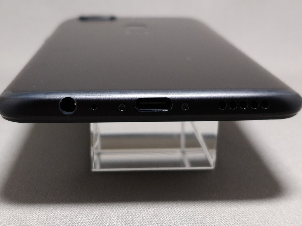 OnePlus 5T 側面 下