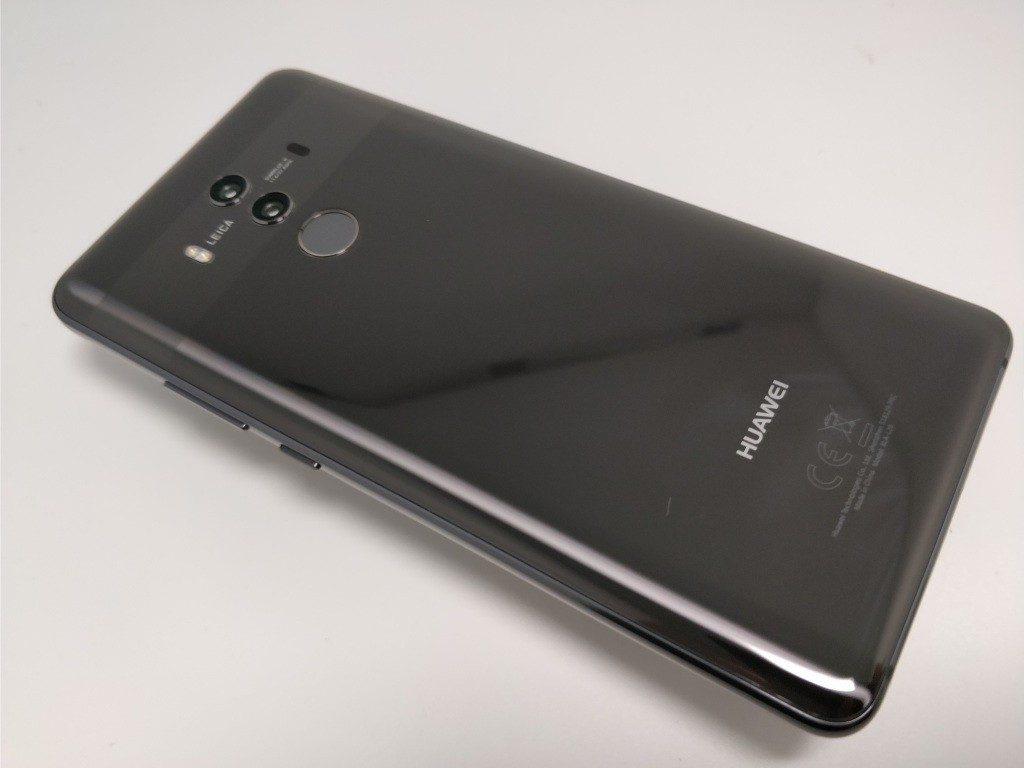 Huawei Mate 10 Pro 裏面 斜め