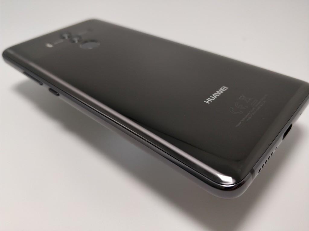 Huawei Mate 10 Pro 裏斜め
