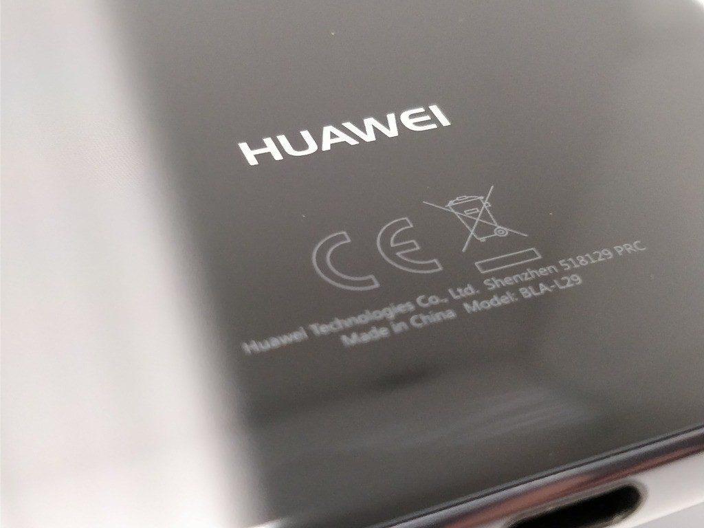 Huawei Mate 10 Pro 裏 マーク