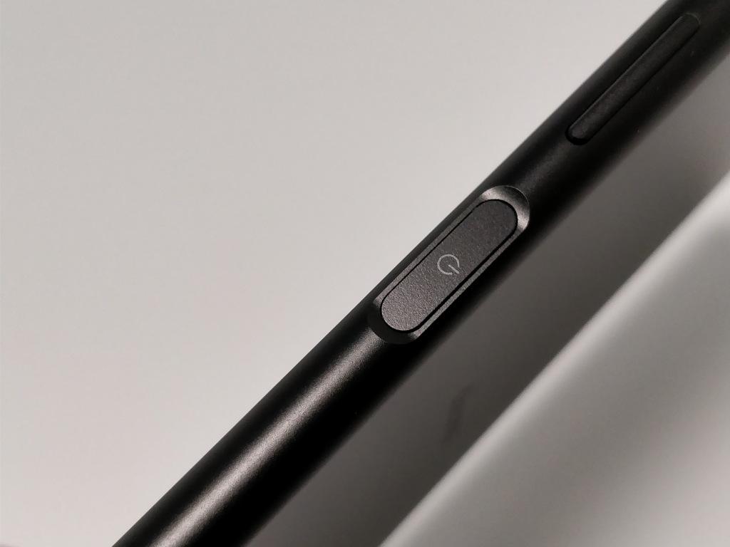 Sony Xperia XZ1 電源ボタン2