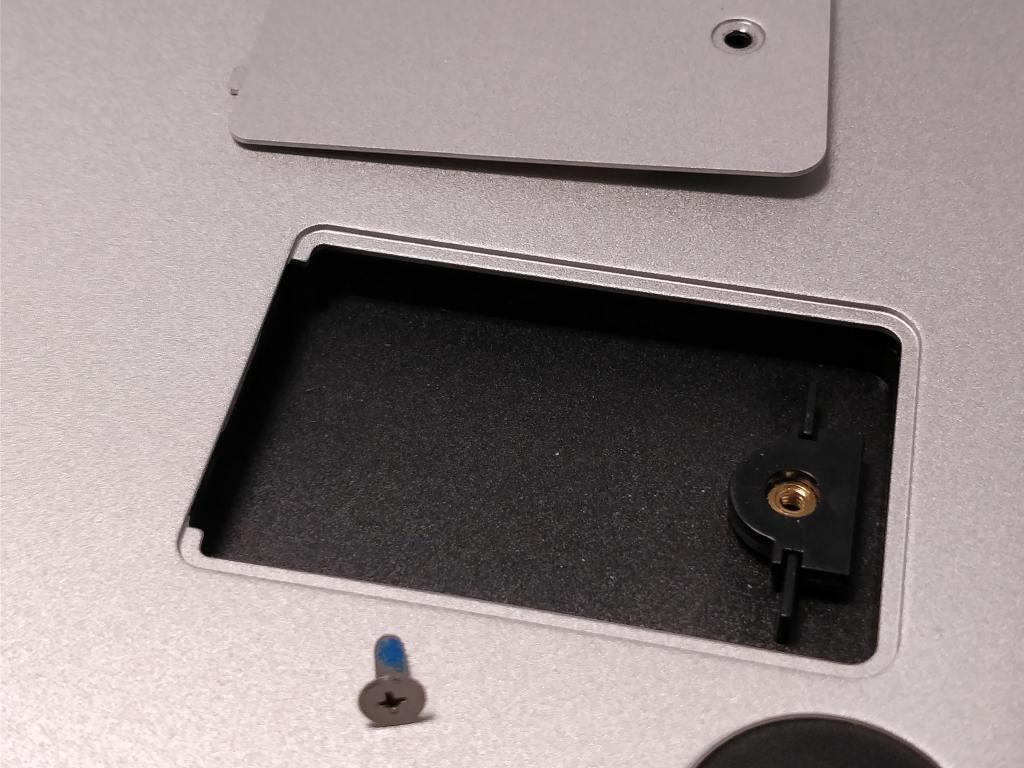 Teclast F7 Notebook SSDスロット 開ける