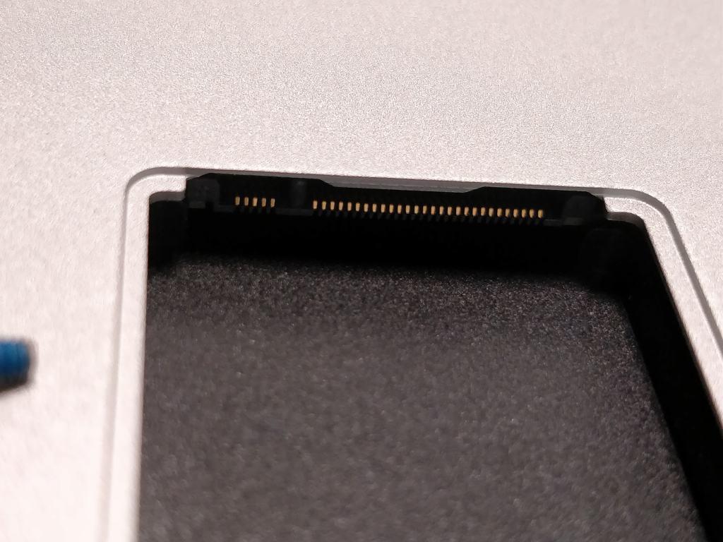 Teclast F7 Notebook SSDスロット 開ける2