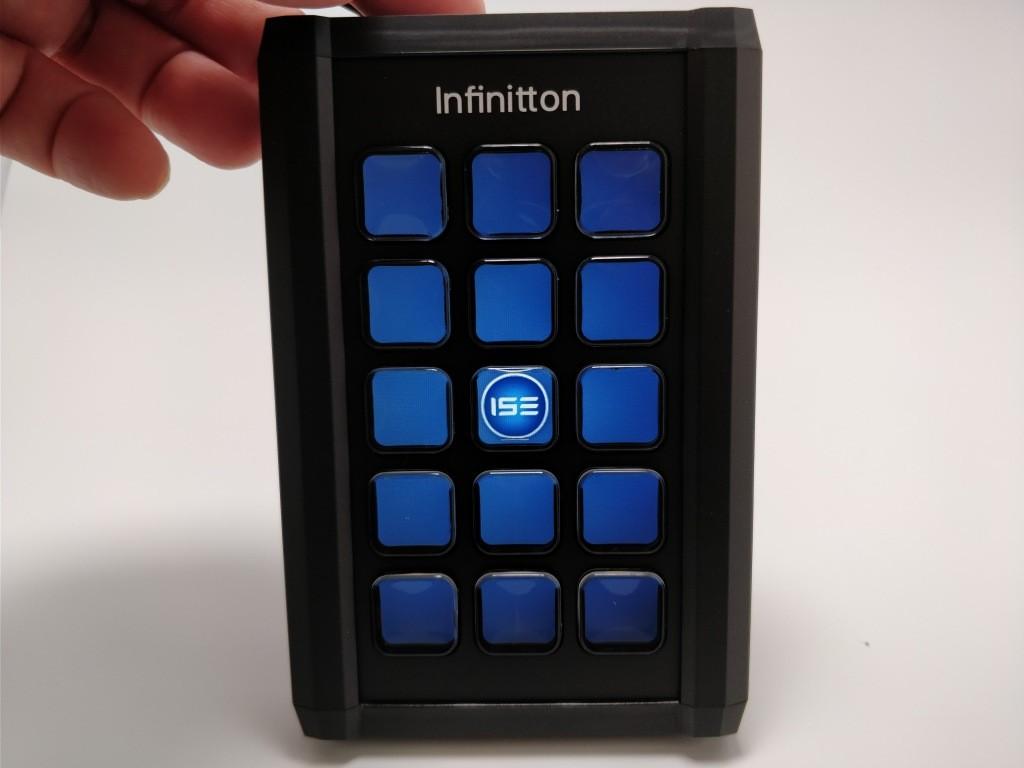 Infinitton 液晶キーボード 電源オン