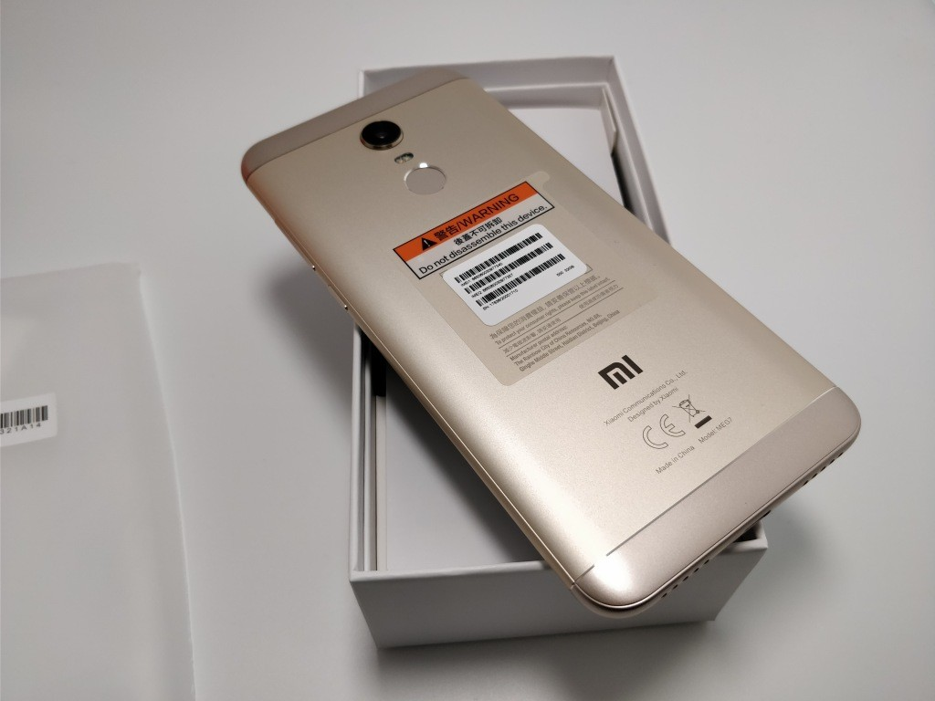 Xiaomi Redmi 5 Plus 開封 裏