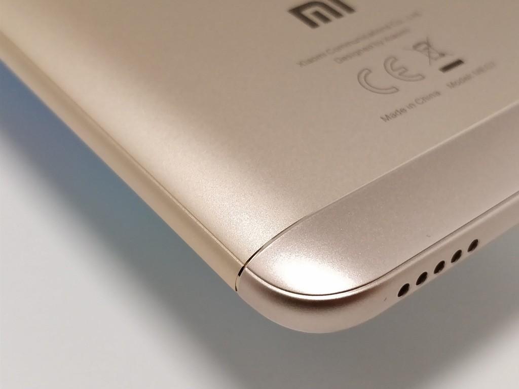 Xiaomi Redmi 5 Plus 裏面角