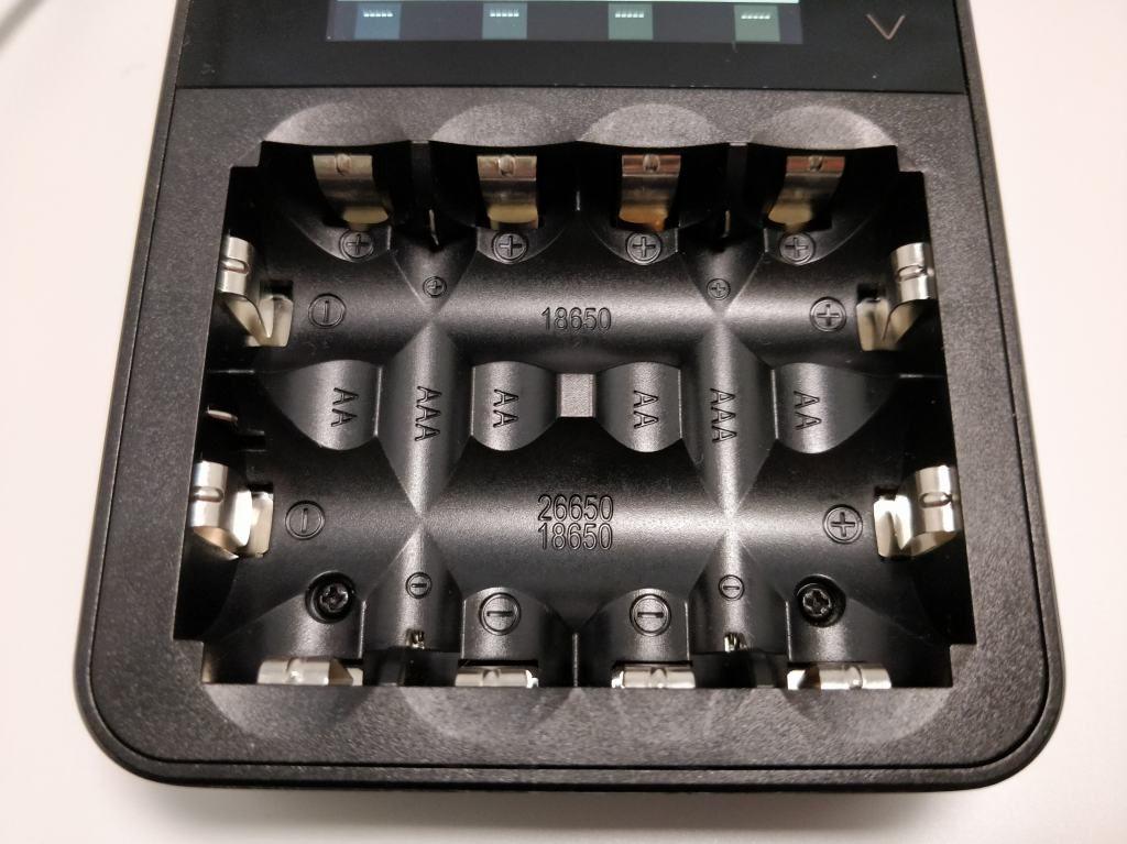 ISDT C4 8Aバッテリー充電器 電池入れる場所