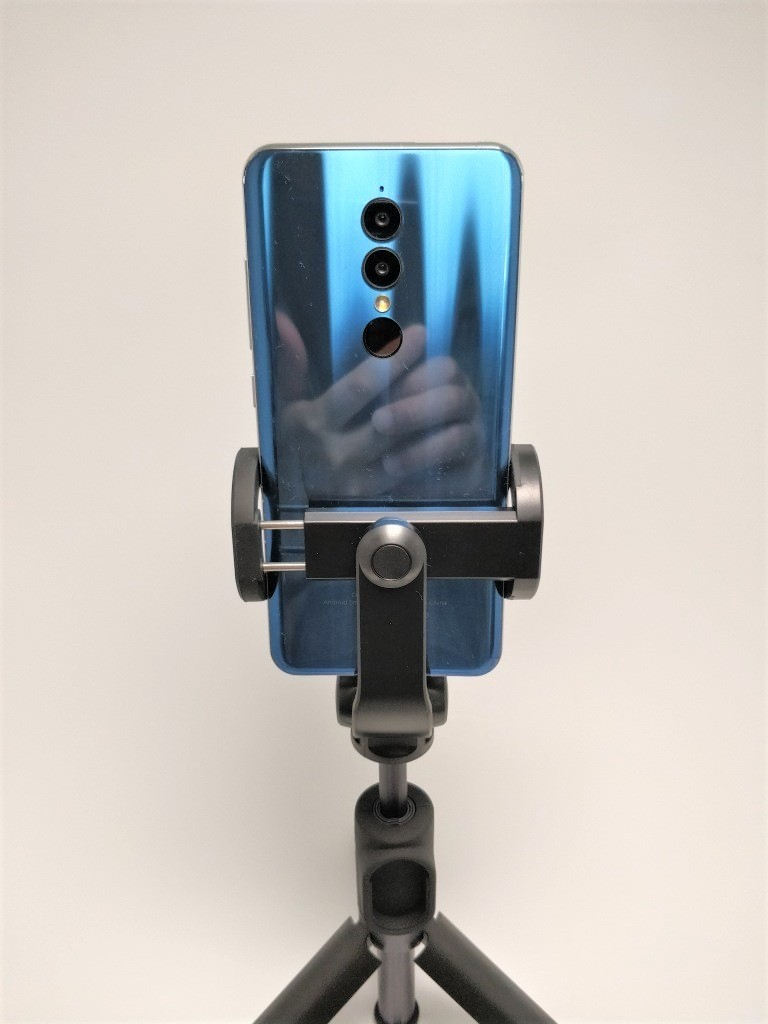 Xiaomiスマホ用自撮り棒本体に装着できるBluetoothシャッター  Xiaomiスマホ用自撮り棒 本体とBTシャッター   Xiaomi スマホ折りたたみ三脚・自撮り棒10  Xiaomiスマホ用自撮り棒 縦