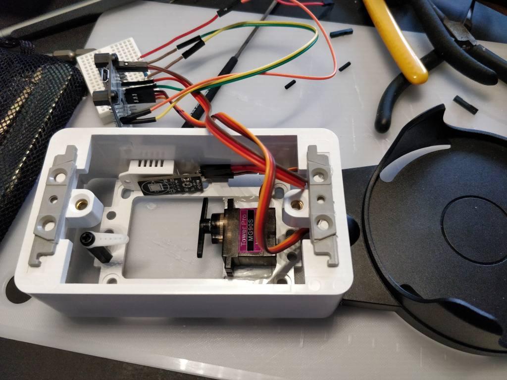 スイッチボックス内に回路を入れる