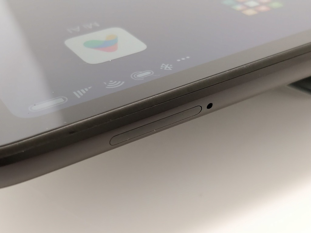 Xiaomi Mi Pad 4 Plus 側面 SIMスロット