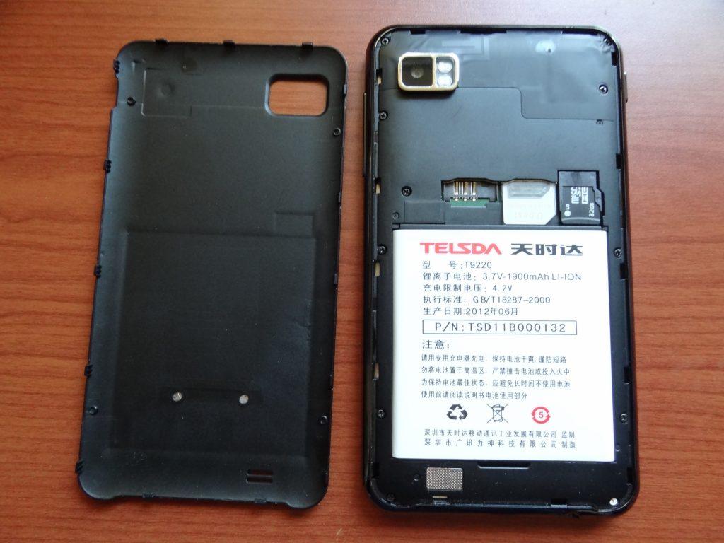 Telsda T9220 裏蓋が開いてバッテリー交換可能