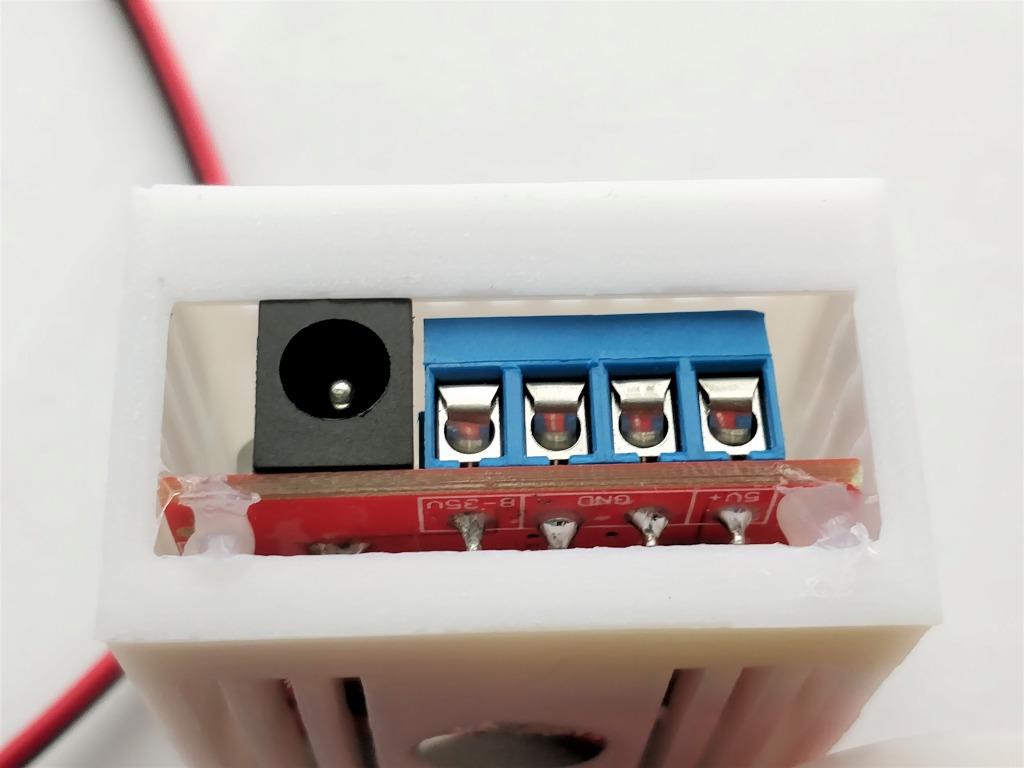 ソーラー発電の使いみち USBポート 裏